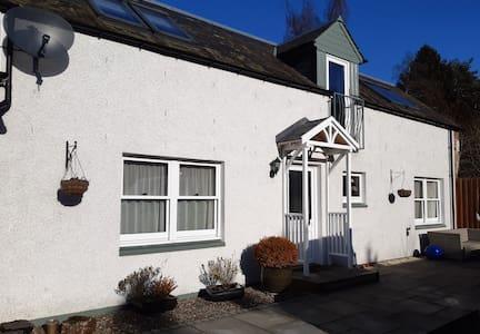 Pinewood Cottage *Newly Refurbished*