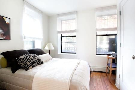 Private Bedroom In Sunny Apartment - New York - Apartment