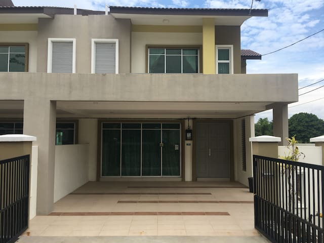 Entire Home Bukit Chandan for 10++