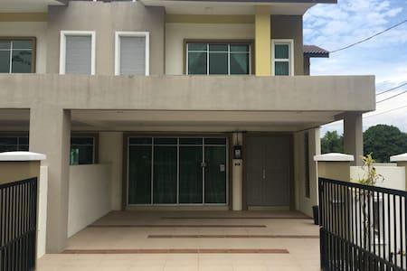 Entire Home Bukit Chandan for 10++