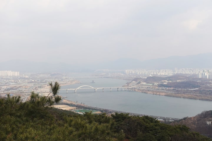 The overview of Han River.