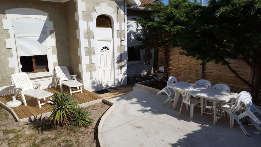 maison de style arcachonaise à 2 pas de la plage