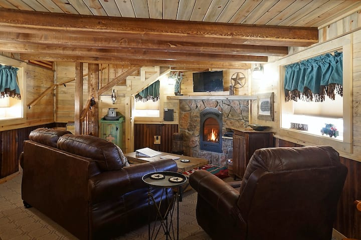 Remodeled Cabin In South Fork w/Free WiFi/Furnished Patio/Private Washer/Dryer!