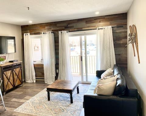 Mountain getaway!Remodeled 1 bedroom,Pool, hot tub