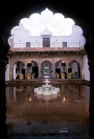 Mahal Entrance