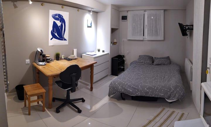 Chambre indépendante, douche,WC, frigo,microonde