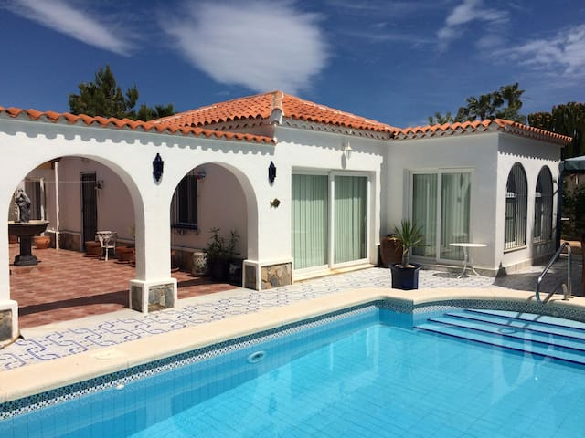 LUXURY PRIVATE VILLA & POOL - Torrevieja - วิลล่า