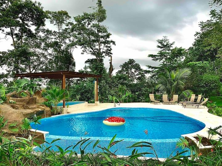 Villa Tucan :0) (BrandNew+Pool+HotTub+Wifi+A/C)