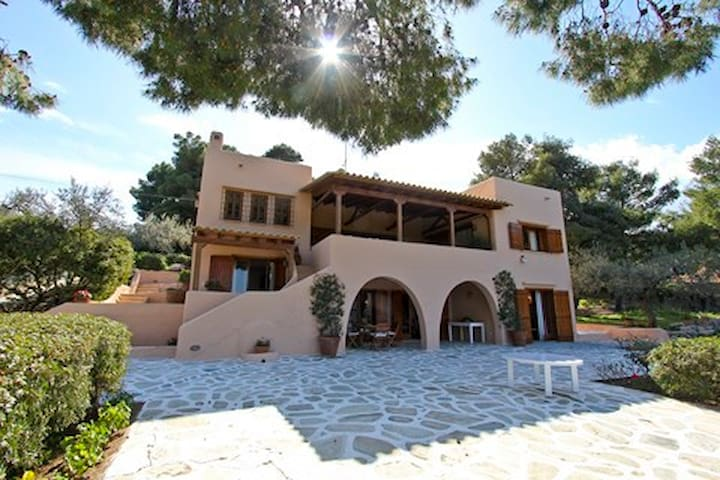Family Villa next to the sea - Siderona - Casa