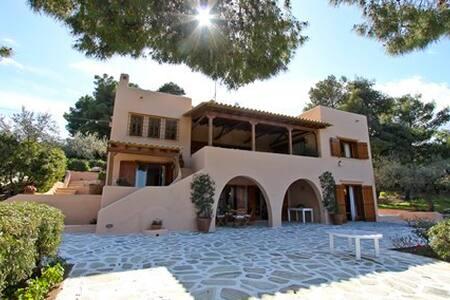 Family Villa next to the sea - Siderona - Hus