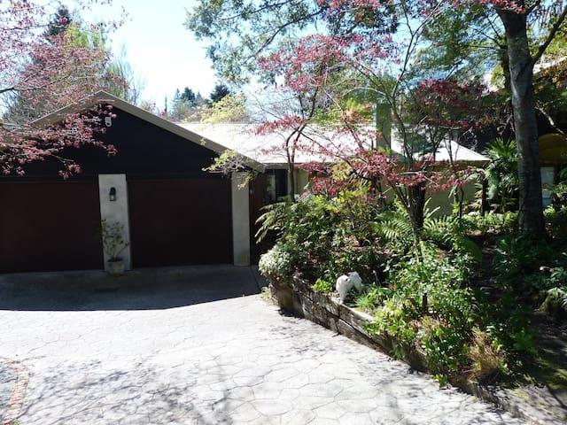 Garden view Queen Room BREAKFAST INCLUDED