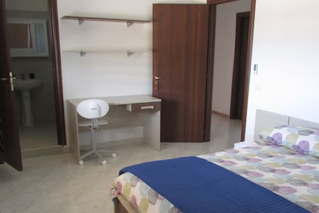"""Hostel Bella Calabria, Camera """"Capocolonna"""" - San Leonardo di Cutro - ที่พักพร้อมอาหารเช้า"""
