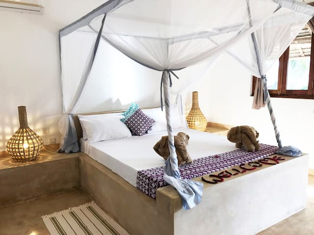 PAJE,COZY ROOM WITH A/C IN VILLA WITH POOL