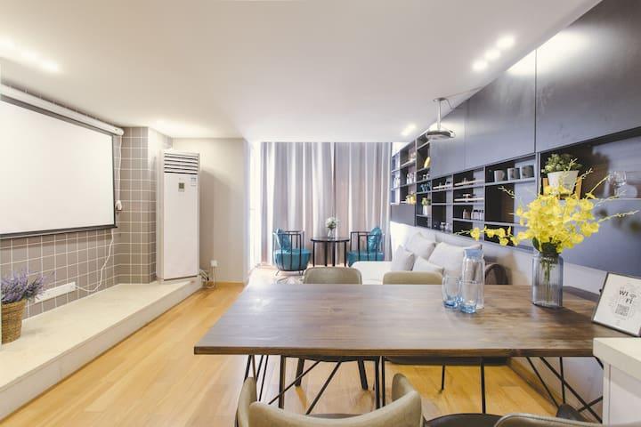 爱家宜居loft带投影公寓房苏州火车站附近陆慕地铁口毗邻平江路、观前街、拙政园。