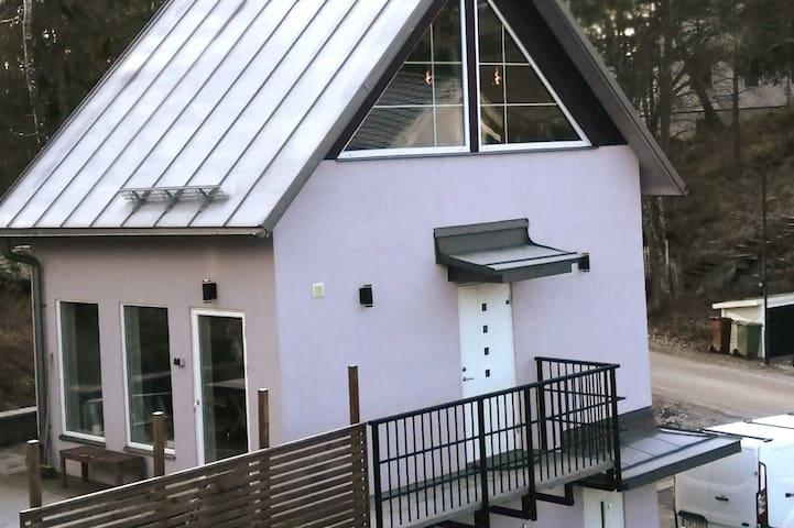Sjönära i Upplands väsbys finaste villaområde.