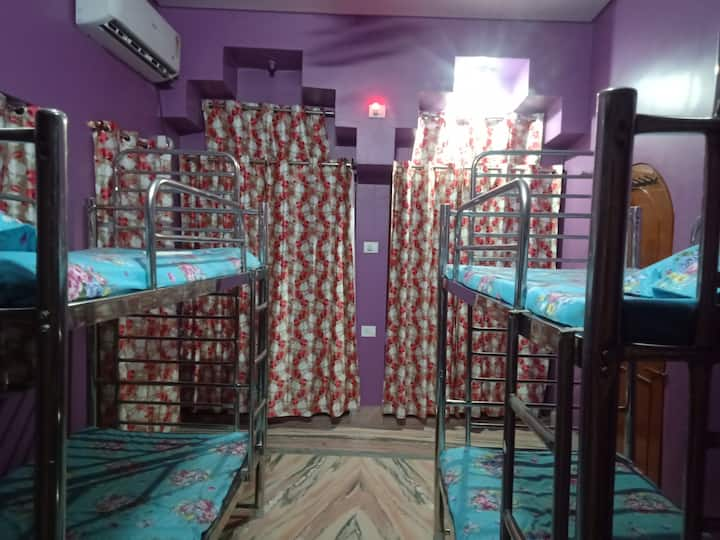 4 Bed Mixed Deluxe dorm in Gaya