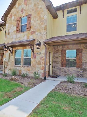 Ol' Army Retreat~Aggieland Vacation Rentals