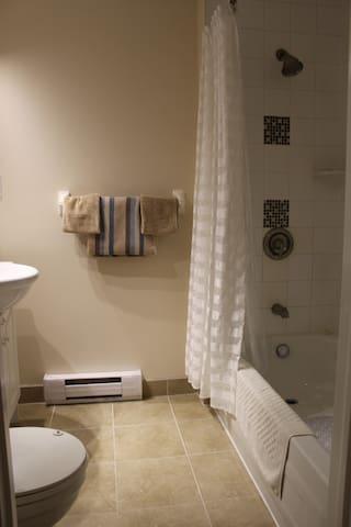 j&r guest suite
