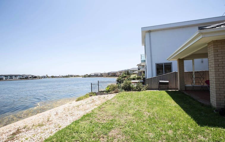 Point cook water front home at sanctuary lakes