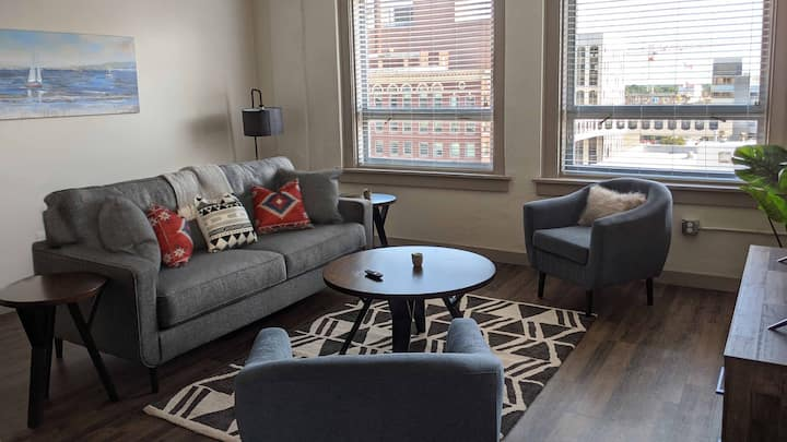 Upscale Lux Apartment in Heart of Wichita