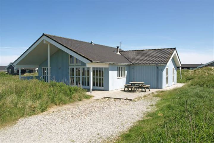 Cosy Holiday Home with Seaview