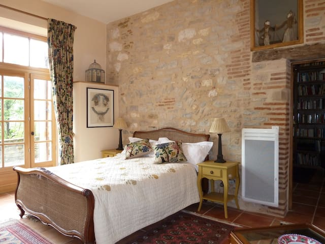 Luxury Chambre in medieval walls - Cordes-sur-Ciel, Tarn - House