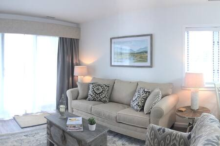 Gorgeous Brand New Chic Beach Front Condo - Williamsburg