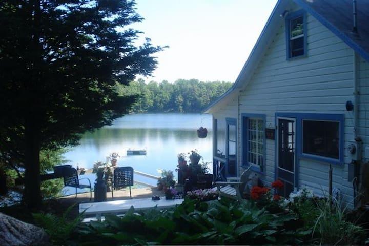 Unplug & Unwind! Cottage - Lovely, Private Lake