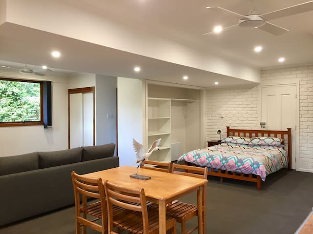 Dandenong's Gateway Private Studio - Tecoma - Casa