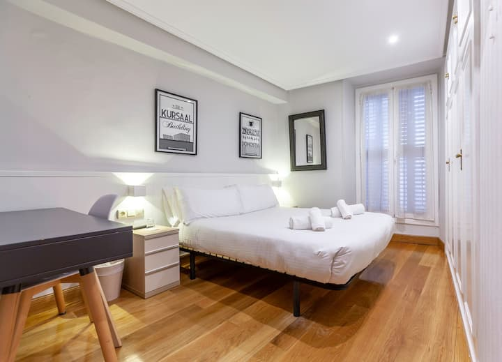 Exterior Double Room Balcony Larrea Guest House