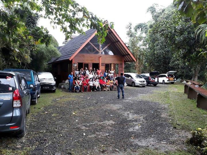 RumahBunda - Cisarua Puncak, 15+ Guests 2BR