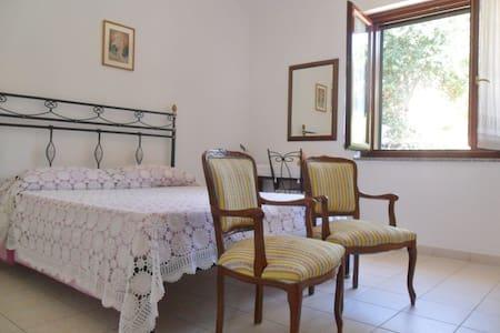 CAMERA DOPPIA CON BAGNO PRIVATO - Escolca