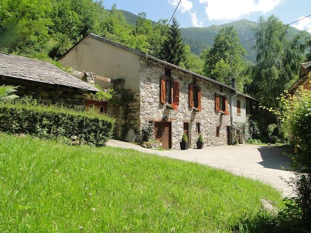 Maison de charme près des montagnes - Siguer