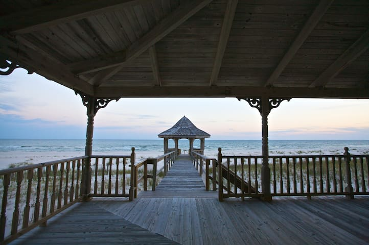 Charming Beachfront Home - Pensacola - House