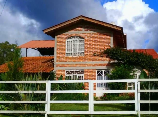 ACOGEDORA CASA DE CAMPO PARA DISFRUTAR Y RELAJARSE