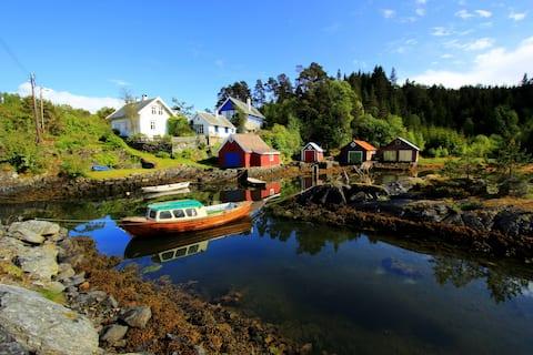 Seafront refuge close to Bergen