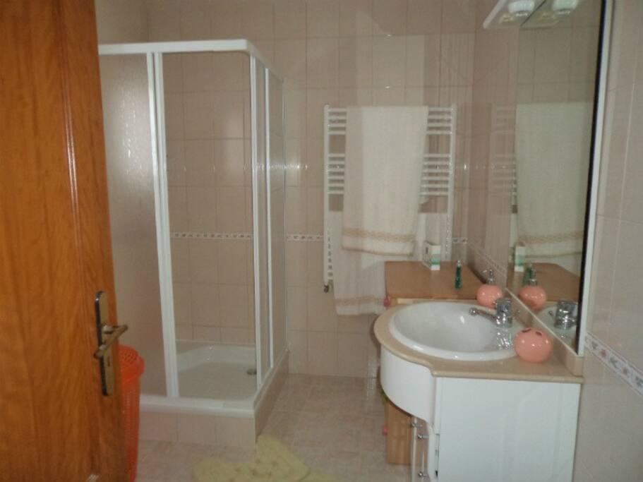 Casa de banho com muito espaço