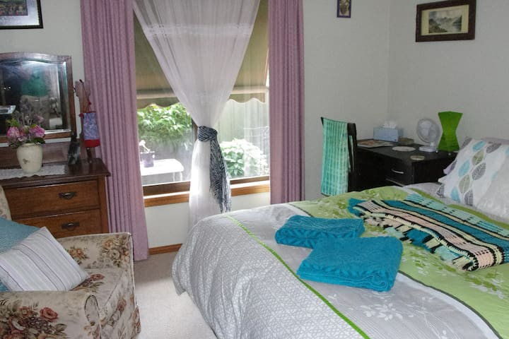 The bedroom has a very comfortable, queen-sized bed. All bedroom linens are natural fibres. There are BIRs, a dressing table, study desk heater and pedestal fan. The room looks onto the back garden. The window is screened and has an adjustable blind.