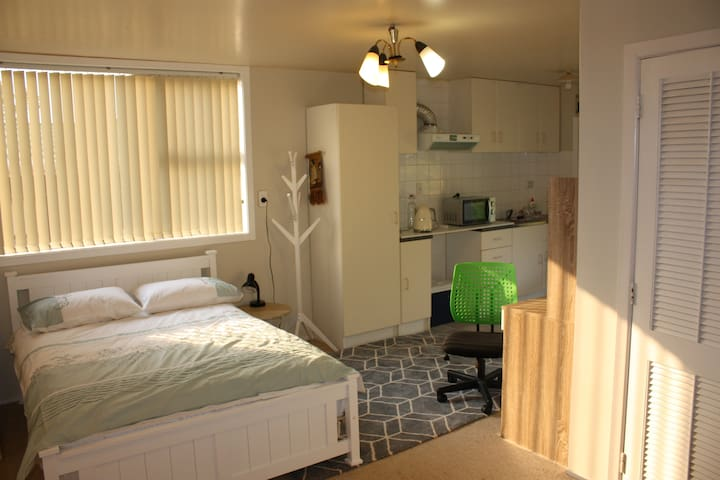 East Auckland Tranquil Home - Your Private Studio