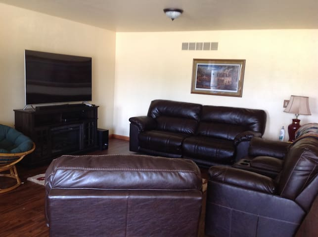 Spacious Apartment Near Shawano Lake