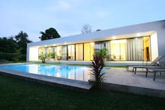 White+Breeze+Pool+1BD+Apartment
