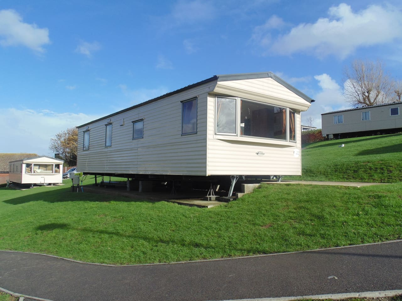 immaculate 3 bedroom mobile home chalets for rent in hastings. Black Bedroom Furniture Sets. Home Design Ideas