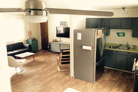 Spacious, Modern, 2BD Apartment - Lolo - Pis