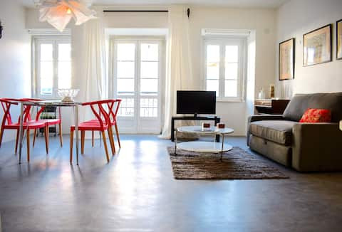 Modern & Bright Open Plan Living in Central Lisbon