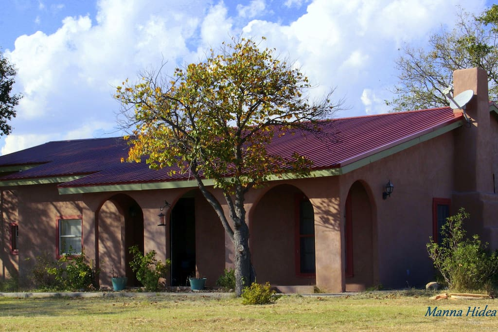 2 b 39 s adobe holiday homes for rent in marathon texas for Adobe home builders texas