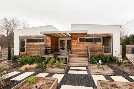 Modern Oasis: Easy Downtown Access - Austin