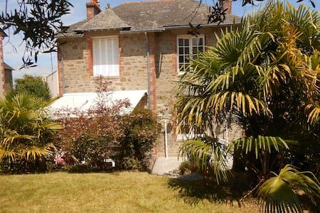 Villa cosy, centre ville , jardin - Dinard
