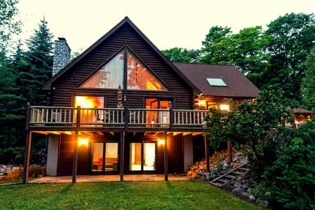 Beautiful Log Cabin on The Bay - Suttons Bay - Haus