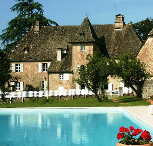 Chateau in heart of France for 20 - Saint-Privat - Huis