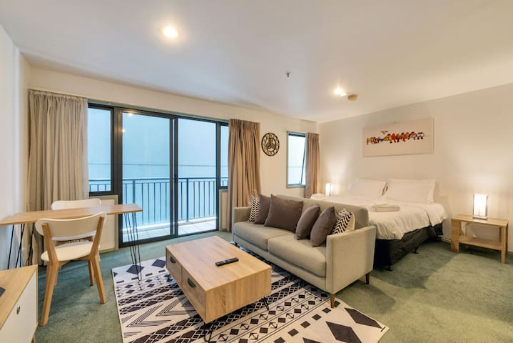 【JHT】CARPARK, CBD ,Next to University,Wifi,TV